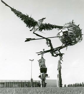 Il monumento del Lisa finito nell'immondizia: monta il dibattito. Il FAI chiede ufficialmente il ripristino ad Adp