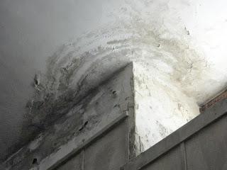 La memoria offesa: tracce di degrado alla Cappella Ossario delle vittime dei bombardamenti