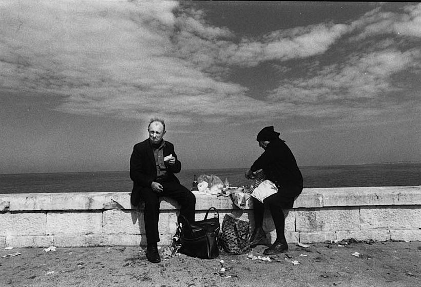 Il potere ipnotico del bianco e nero nella Puglia di Giovanni Rinaldi