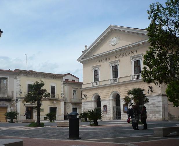 L'indignazione dei foggiani per la mancata riapertura del Teatro Giordano