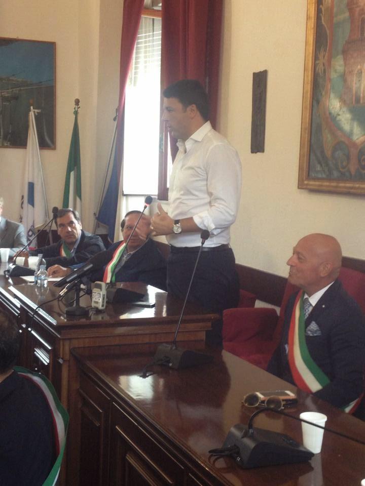 """Renzi a Peschici: """"Non vi lascerò soli, ripartite da voi e dalla vostra bellezza"""""""