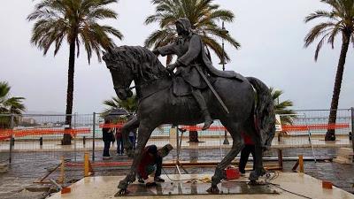 Manfredonia onora Re Manfredi con una statua equestre