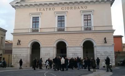L'homo videns foggiano che fa la fila al Giordano (di Maurizio Tardio)