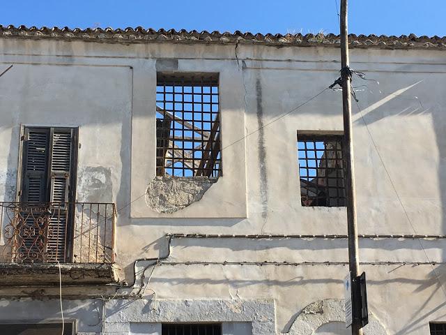 Foggia perde pezzi: crolla il tetto dell'ex carcere di Sant'Eligio, nell'indifferenza generale