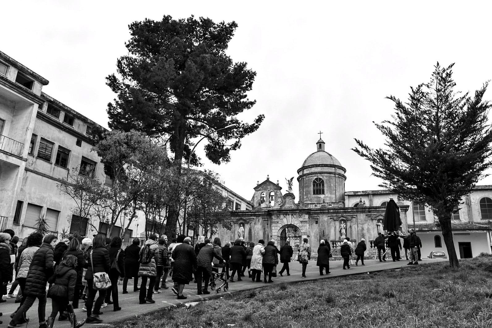 Una storia di fede: la processione delle donne a Vico del Gargano