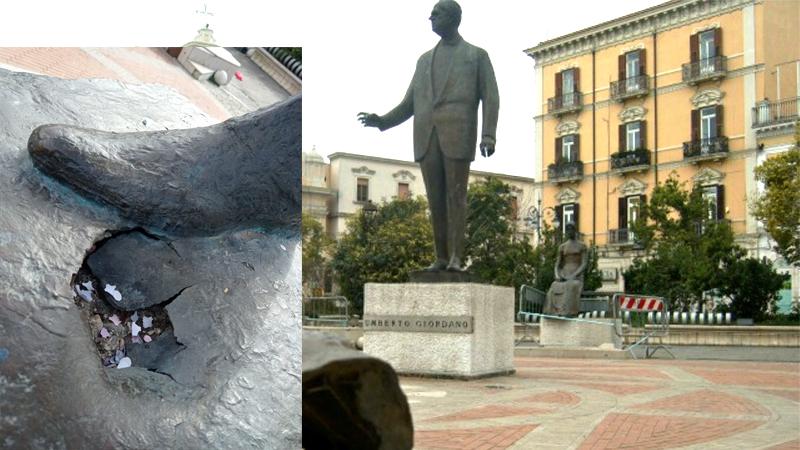Sfregiata la statua di Umberto Giordano